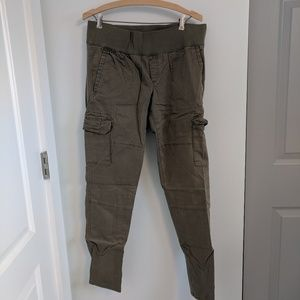 Gap Maternity Cargo Pants NWOT